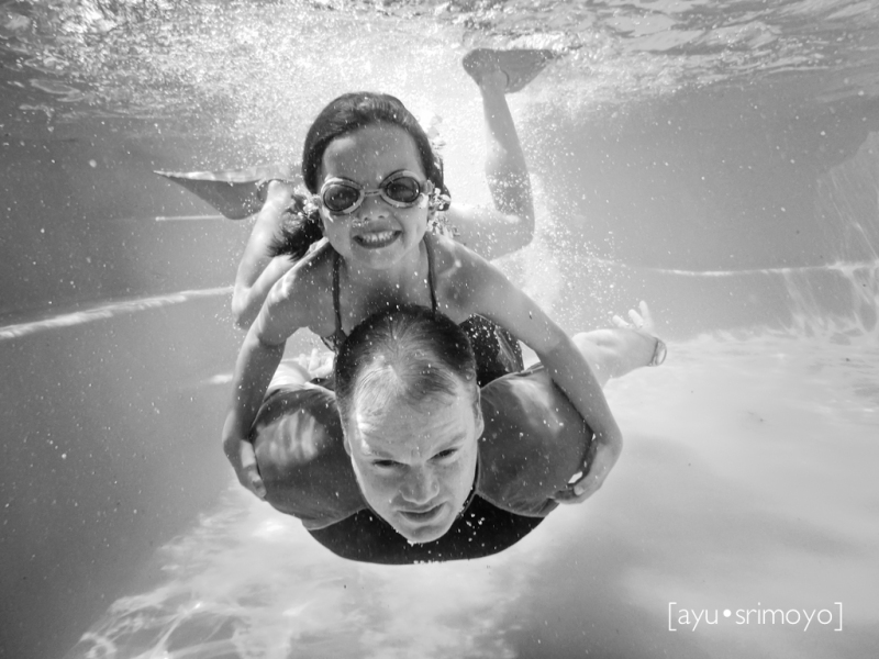 father-daughter underwater
